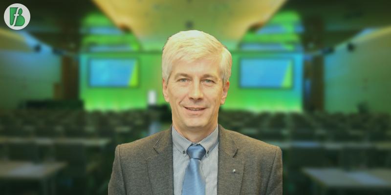 Előadónk és előadása: Sáfár Miklós